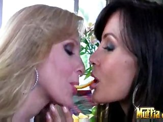 Pornstars like julia ann and lisa ann