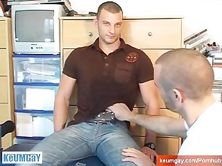 Straight sport guy get suced in spite of him by a gay guy