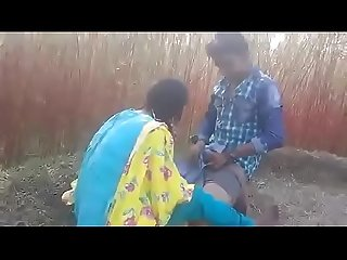 Desi couple fucking on grass in farm field desixnxx net