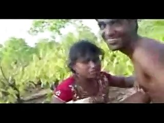 Desi guy fucking gal in fields