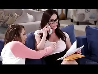 Daughter disturb mom while working| hot mom daughter lesbian