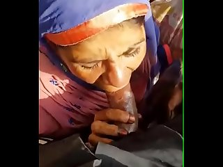 Cumshot on musilm aunty mouth 7