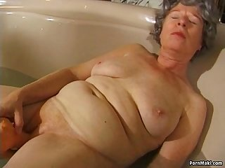 Granny masturbates with a vibrator in bathtub