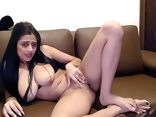 Mix Indian chick showing hot body on cam