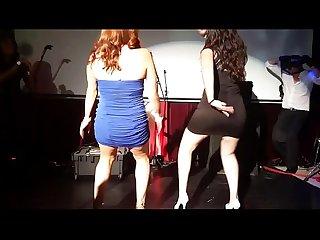Rubia Puta baila en leotardo