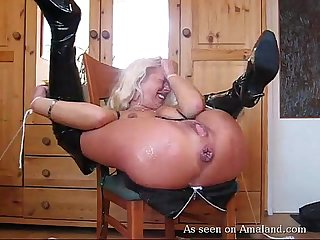 Slut tied up and gets bunghole stuffed