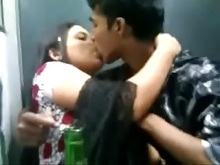 indian boyfriend and girlfriend kiss