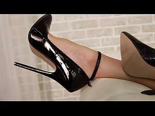 2016 01 03 audrey black dress black heels and toy1