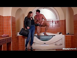 Milf yasmin scott gets her shaved wet pussy banged in outside the bathtub