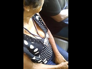 Espiando escote de seora en metro bus sol spying on old ladys hangers