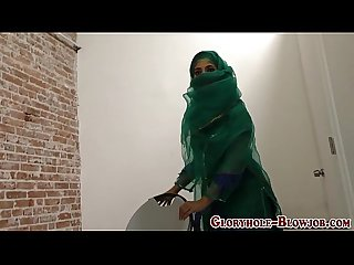 Muslim slut gives blowjob
